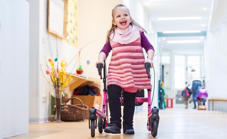 Gehhilfen | rehaKIND e. V. |Internationale Fördergemeinschaft Kinder- und Jugendrehabilitation