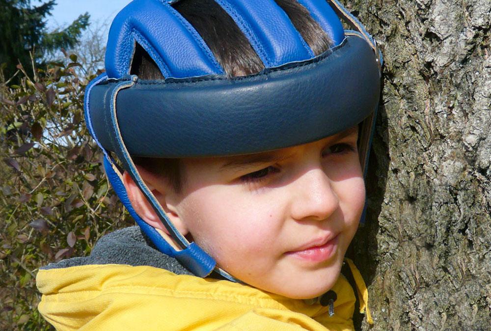 Kleidung & Kopfschutz | rehaKIND e. V. |Internationale Fördergemeinschaft Kinder- und Jugendrehabilitation
